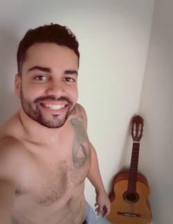 Jequitinhonha - Guitarra base - gosta de Hip-Hop-/-Rap procurando por Violão