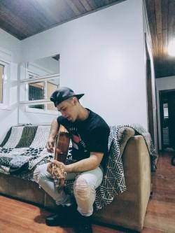 Caxias do Sul - Vocalista - Tenor - gosta de Cristão-Contemporâneo procurando por Bateria