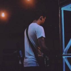 Petrópolis - Guitarra solo - gosta de Blues procurando por Contrabaixo