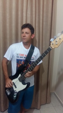 Jundiaí -  - gosta de Rock-Clássico procurando por Banjo
