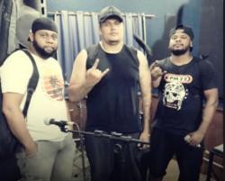 Belo Horizonte - Vocalista - Geral - gosta de Rock-Alternativo-/-Moderno procurando por Contrabaixo