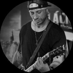 Joinville - Guitarra solo - gosta de Rock-Alternativo-/-Moderno procurando por Vocalista---Alto