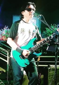São Caetano do Sul - Guitarra solo - gosta de Heavy-Metal procurando por Bateria