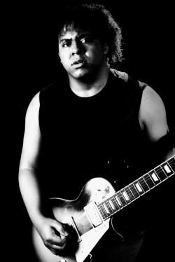 Barueri - Guitarra solo - gosta de Rock-Clássico procurando por Bateria