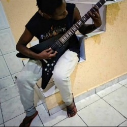 São Paulo - Guitarra base - gosta de Heavy-Metal procurando por Contrabaixo
