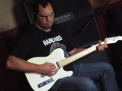 São Paulo - Violino - gosta de Rock-Alternativo-/-Moderno procurando por Teclado