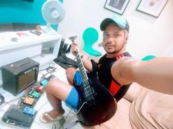 Recife - Guitarra solo - gosta de Rock-Clássico procurando por Vocalista---Geral