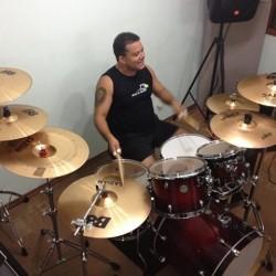 Taboão da Serra -  - gosta de Heavy-Metal procurando por Contrabaixo