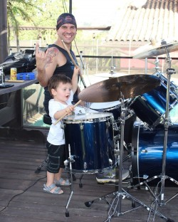 Santana de Parnaíba -  - gosta de Rock-Clássico procurando por Contrabaixo