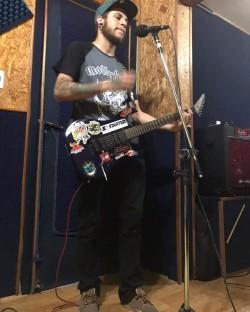 Guarulhos - Guitarra solo - gosta de Heavy-Metal procurando por Bateria