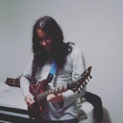 São Paulo -  - gosta de Heavy-Metal procurando por Guitarra-base