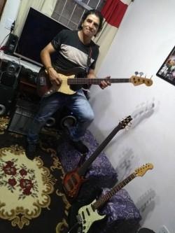 São Paulo -  - gosta de Rock-Clássico procurando por Guitarra-solo